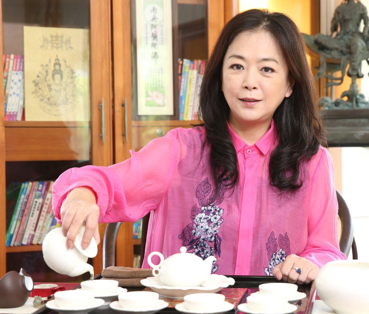 昔日瓊瑤劇女星趙永馨現在有製作人、演員、學生等多個身份,趙永馨對茶藝學有專精。記...