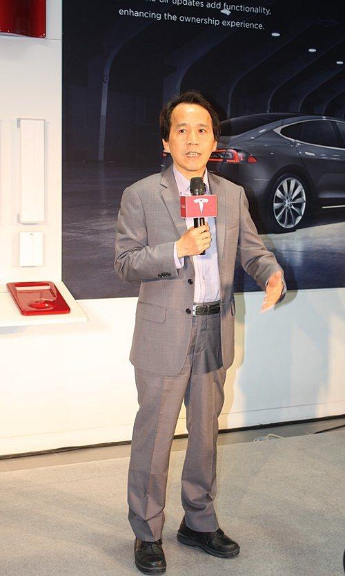 台北市副市長林欽榮指出,很高興Tesla旗艦店進駐台北,未來會有更多合作,充電設...