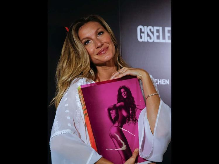 吉賽兒去年出書,將過去20年的時尚攝影作集結成書,訂價逾3萬元。圖/美聯社