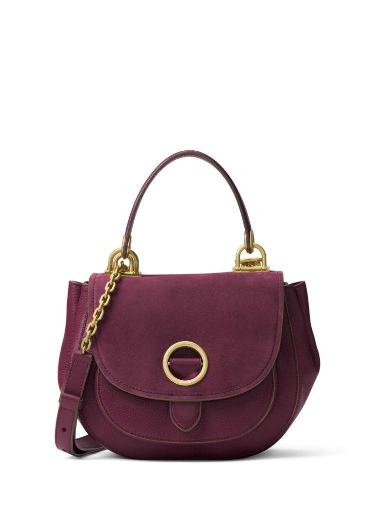 丹麥名模妮娜阿格戴爾詮釋的Isadore棗紅色兩用包,售價19,900元。圖/M...