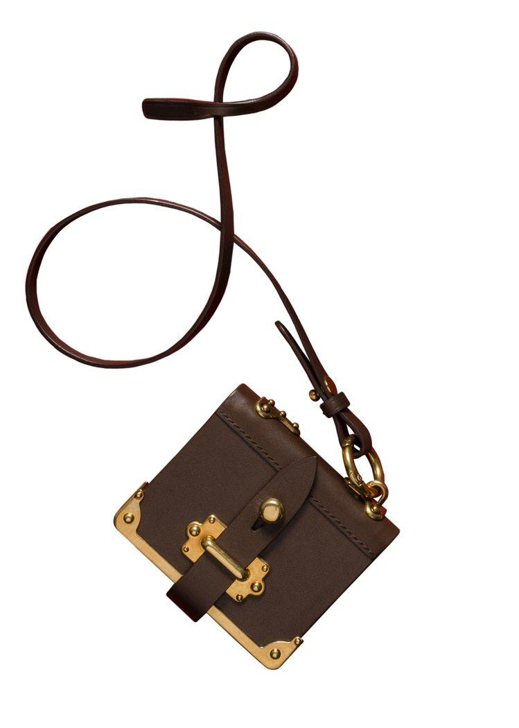 PRADA的「吊書袋」筆記本吊飾,16500元。圖/PRADA提供