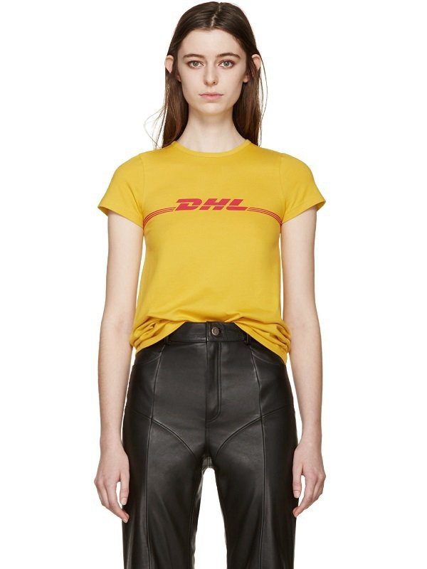 Vetements所生產的運輸公司DHL商標T恤要價8千元,銷售一空的情況下讓它...