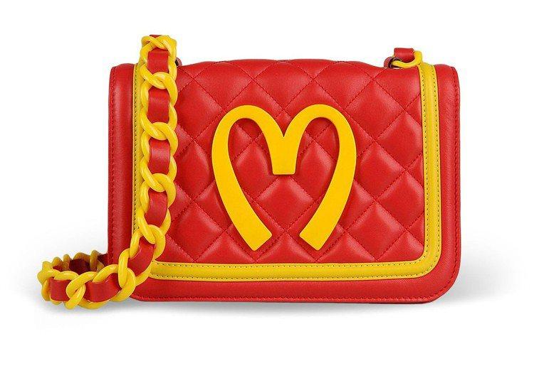 Moschino前幾季翻玩速食品牌系列包款,3萬元起跳。圖/摘自moschino...