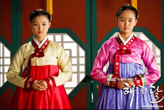 在「擁抱太陽的月亮」,金裕貞(左)、金所炫分別詮釋善與惡的角色。圖/摘自MBC