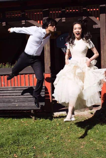 馮德倫、舒淇大婚,婚紗照走自然派風格。圖/摘自新浪娛樂