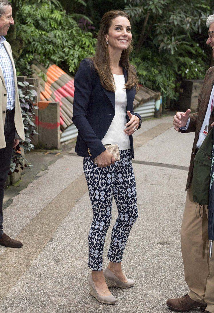 作風平實的凱特王妃,穿著風格簡約卻時尚。圖╱摘自每日郵報