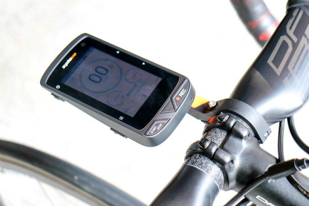 Xplova X5內建專為騎行者設計的智慧景點導航。 記者史榮恩/攝影