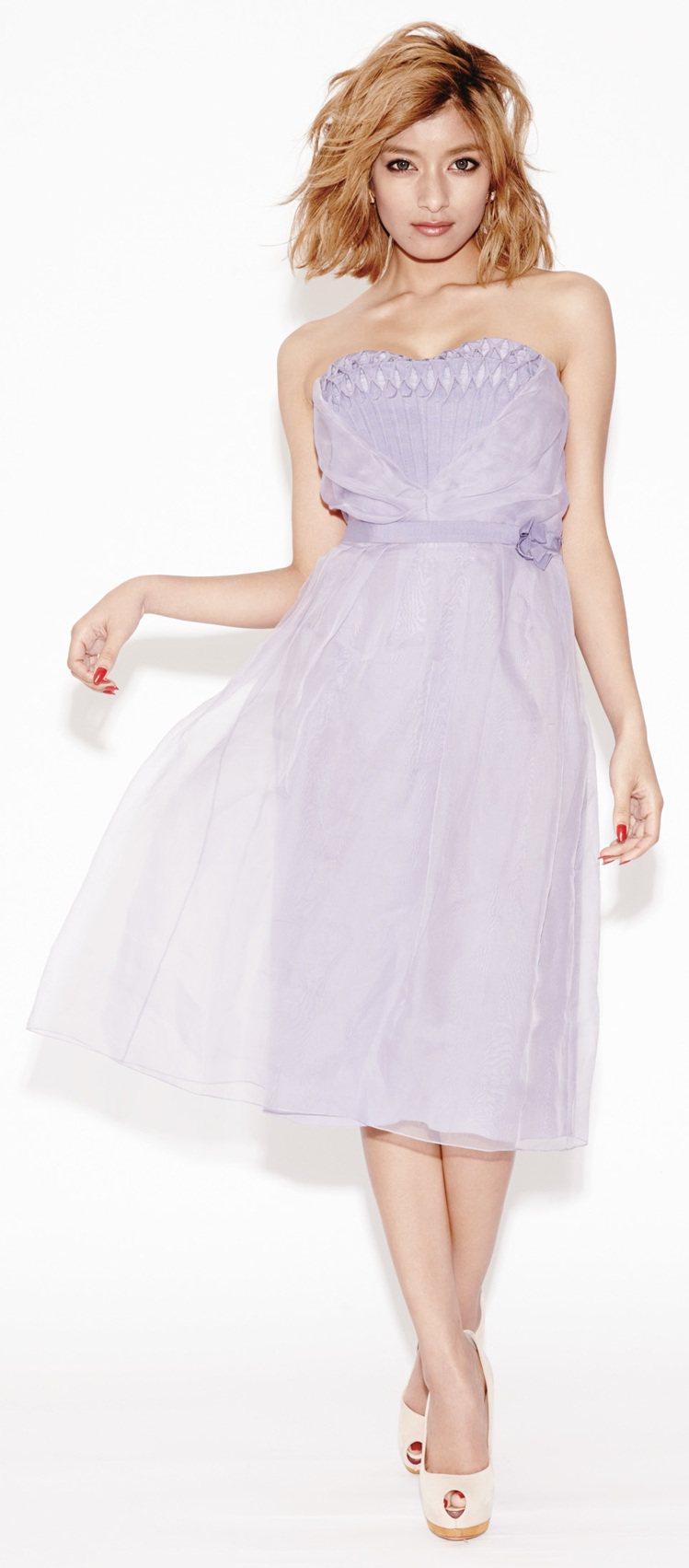 Rola的穿搭術超強,可以極度的成熟,也能很可愛。圖/鋒恩提供