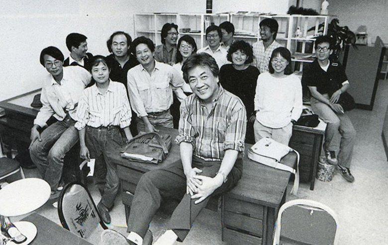 《人間雜誌》當年所有成員在辦公室的合照。 圖/《人間》出版社提供