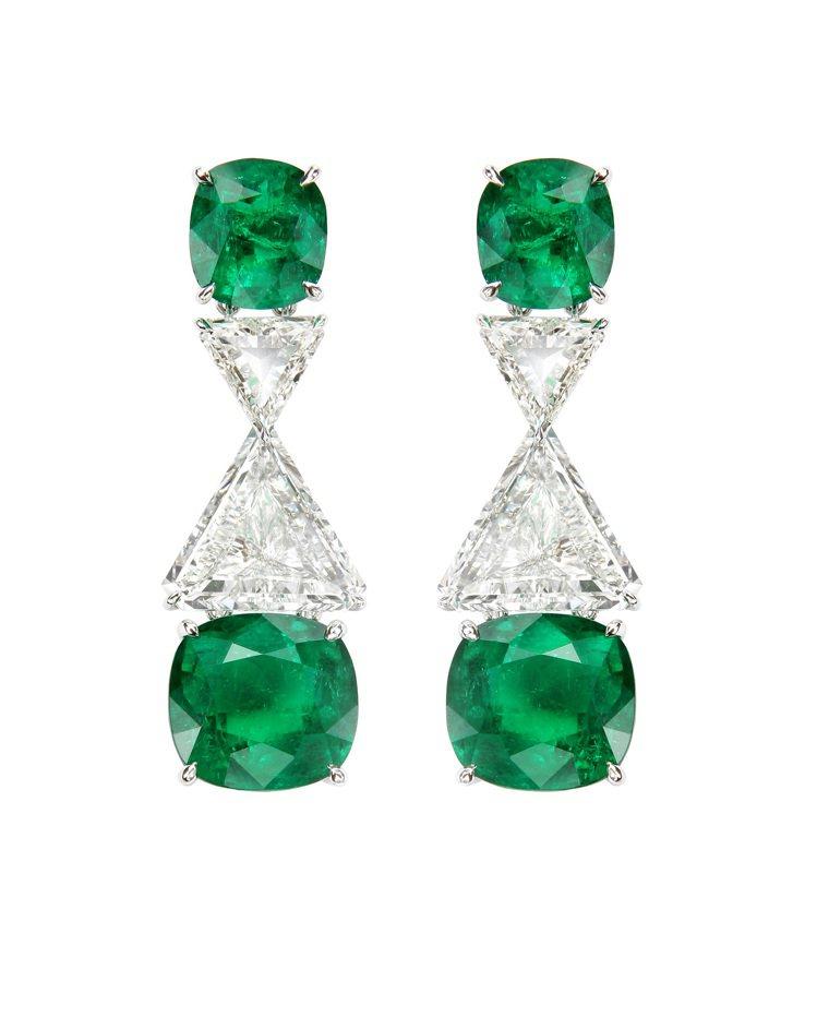Red Carpet系列祖母綠耳環,18K白金材質,鑲嵌4顆24.09克拉祖母綠...