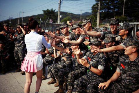 「何不試試募兵制?」 南韓熱議的軍隊革新論