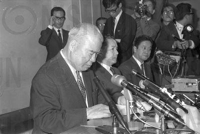 受到打假球事件影響,西鐵集團大家長兼球團社長楠根宗生,1969年宣布辭去所有公職...