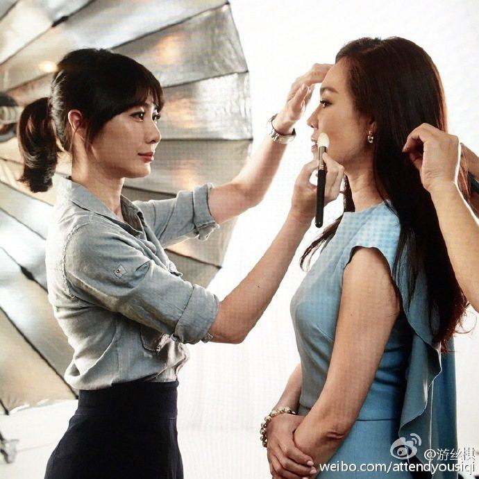 游絲棋老師的化妝功力有多高深,相信只要稍為對彩妝有瞭解的女孩都不陌生。例如平平都...