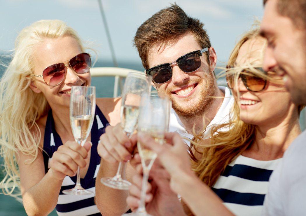 很多飲酒者初期喝酒是為了嘗鮮、社交或尋樂,但後來演變成酒癮後,可能開始有「戒斷症...