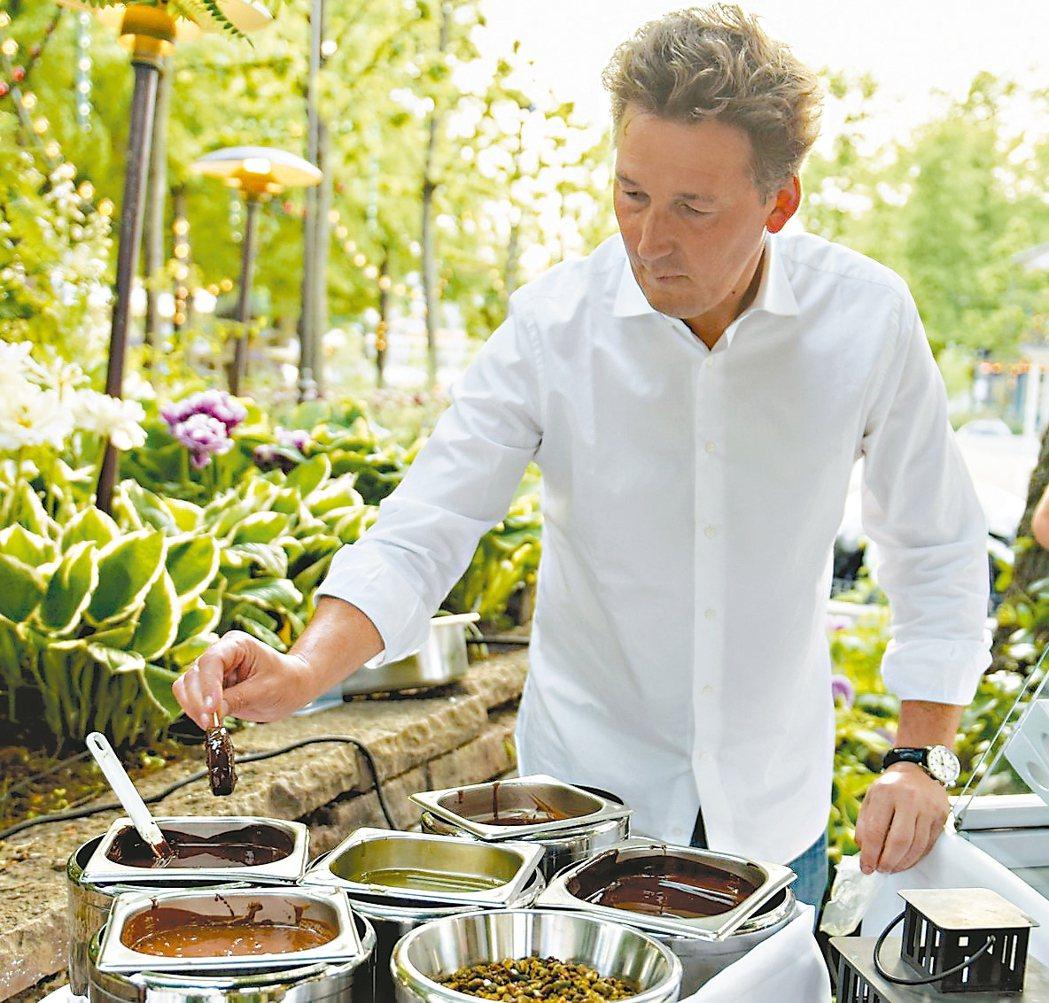 巧克力大師Pierre Marcolini也出席2016年OAD排名頒獎活動,並...