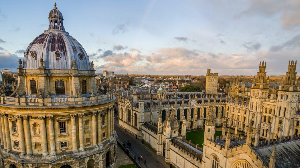 自脫歐以來,各國的大報小報都紛紛關心起牛津大學和英國統治階級人脈密不可分的關聯。...