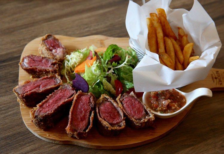 靜岡炸牛肉軟嫩多汁的美國牛肉,不僅在日本受到許多消費者喜愛,也是老闆黃暉盛的最愛...