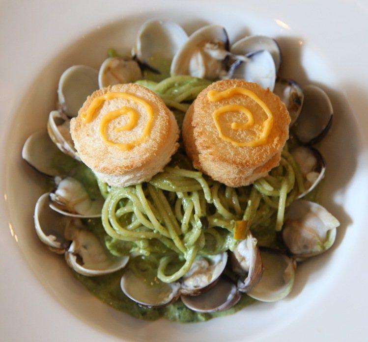 櫻桃小丸子主題餐廳,丸尾青醬蛤蜊麵。記者陳柏亨/攝影