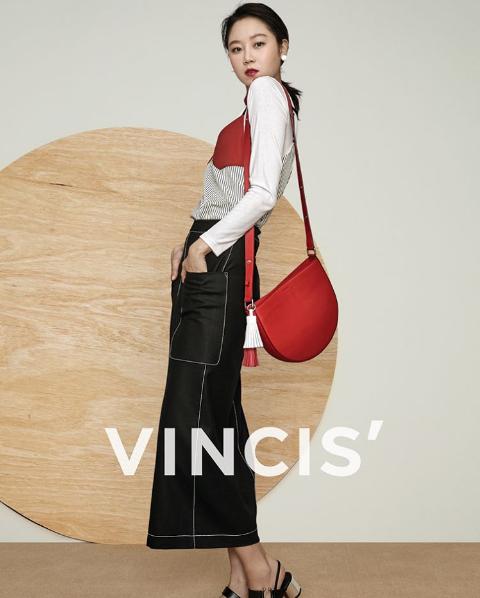 「Hyo Bag」半月包造型特別,顏色百搭。圖/摘自vincis.officia...