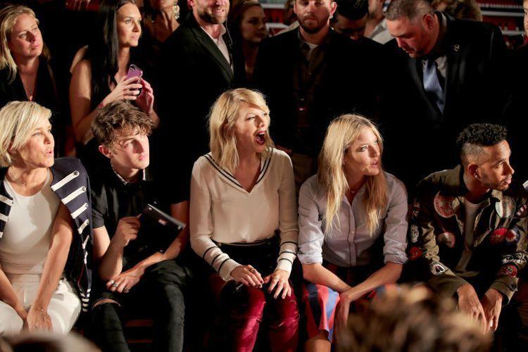 分手真的沒有那麼糟,看泰勒絲的笑容就知道。圖/取自latimes.com