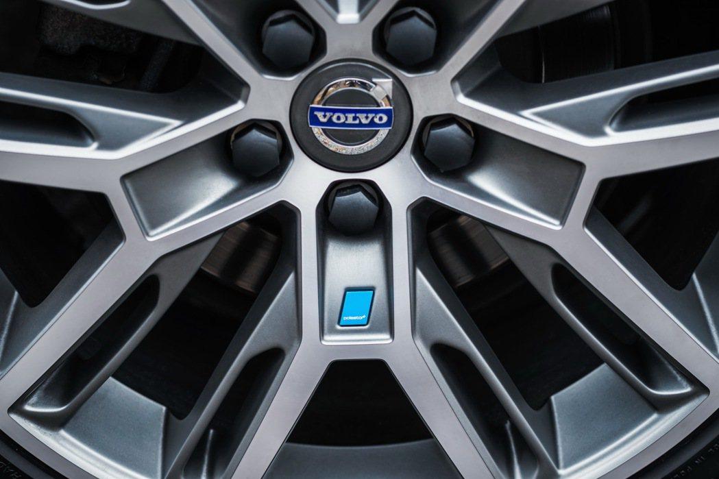 VOLVO V60 Polestar採用20吋Polestar鋁合金輪圈,彰顯為...