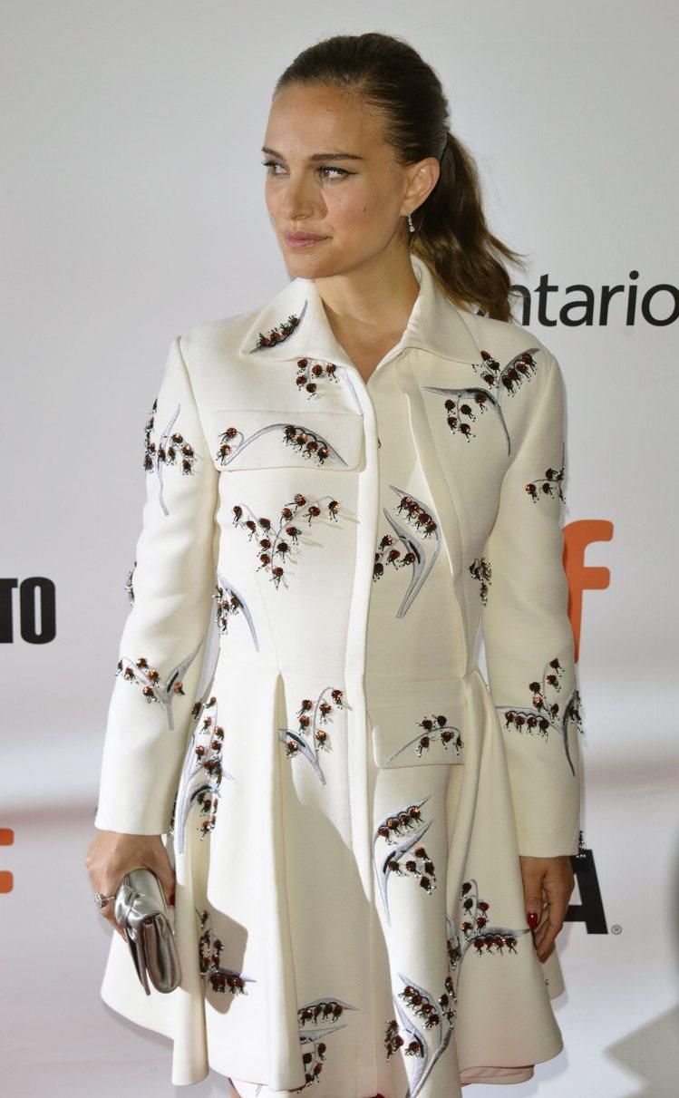 娜塔莉波曼身懷六甲出席新片「天文館」多倫多首映。圖/歐新社