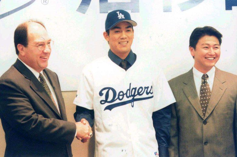 1999年1月5日陳金鋒加盟美國大聯盟道奇隊,正式開啟台灣選手赴美旋風。 圖/聯合報系資料照片