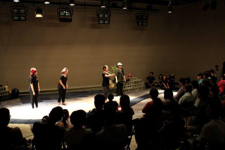 台灣社區劇場的起源有兩種,但都不脫當時本土化的社會情境以及國家意識形態的轉向。 ...