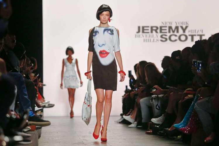 Jeremy Scott以普普風的彩色人像詮釋美式時尚。(美聯社)