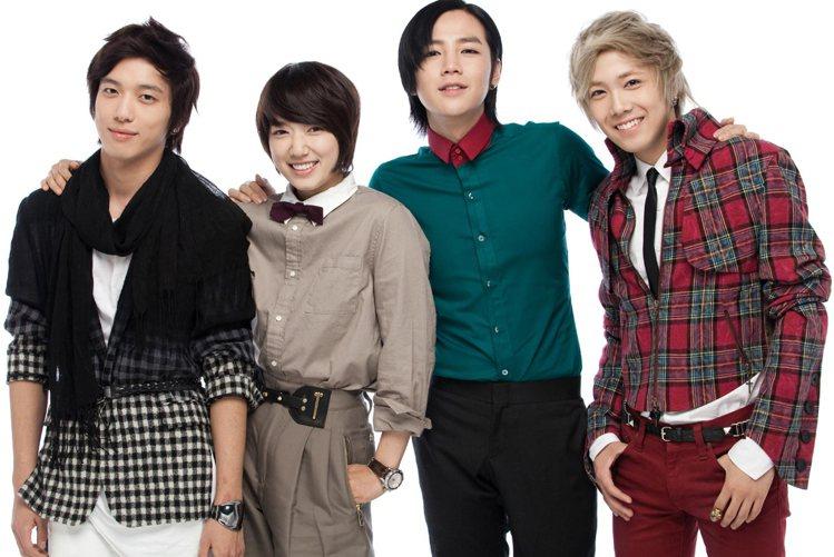 《原來是美男》(左起)鄭容和、朴信惠、張根碩、李洪基。圖/東森提供