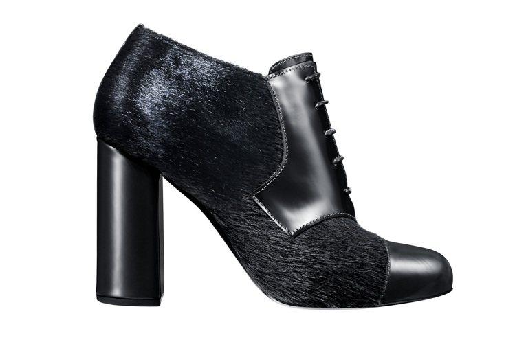 Max Mara黑色高跟低筒靴,售價24,700元。圖/Max Mara提供