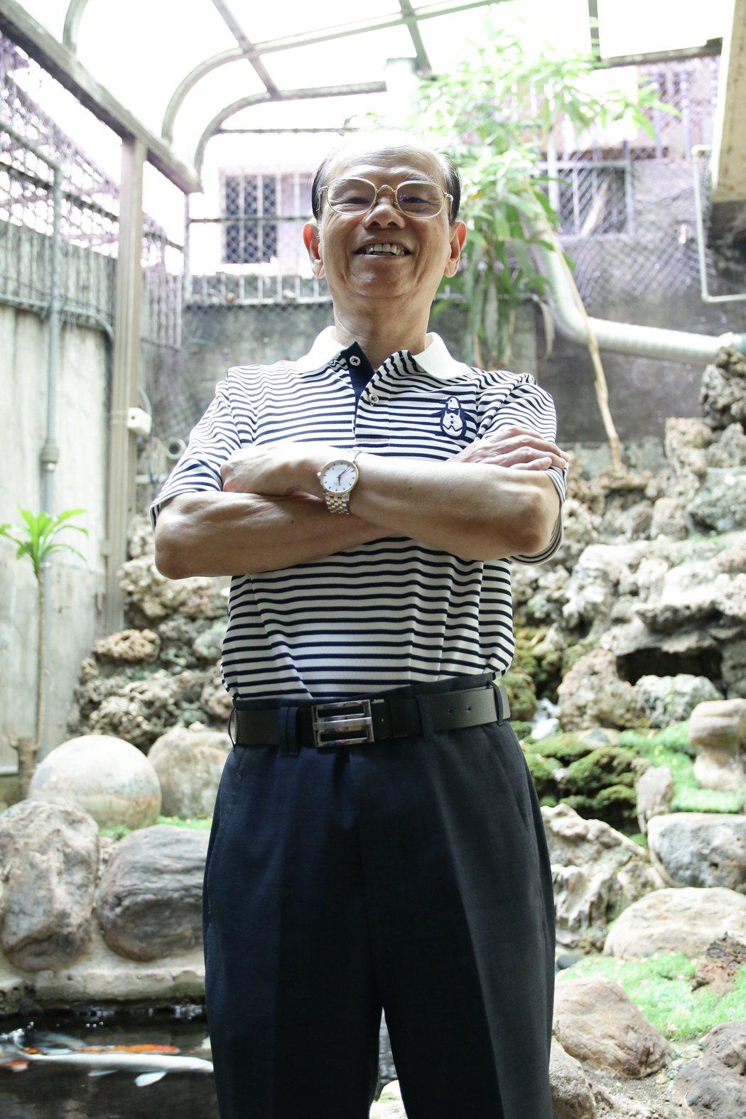 徐煥琳17歲就向中醫師的岳父、舅子學習中醫,26歲在竹東開中醫診所,每天求診病患...