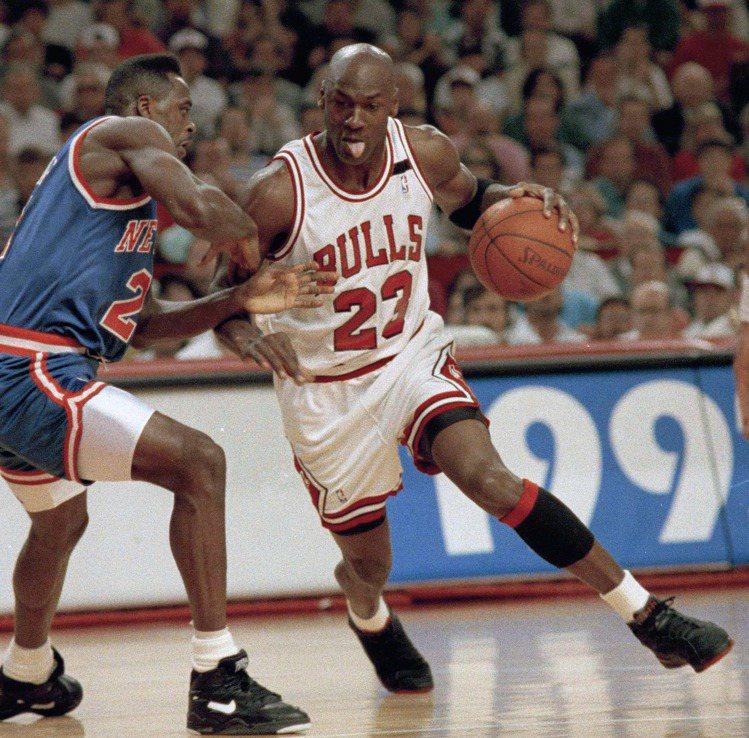 90年代喬丹率先穿上寬鬆球衣,帶動風潮,解放男人。圖/美聯社