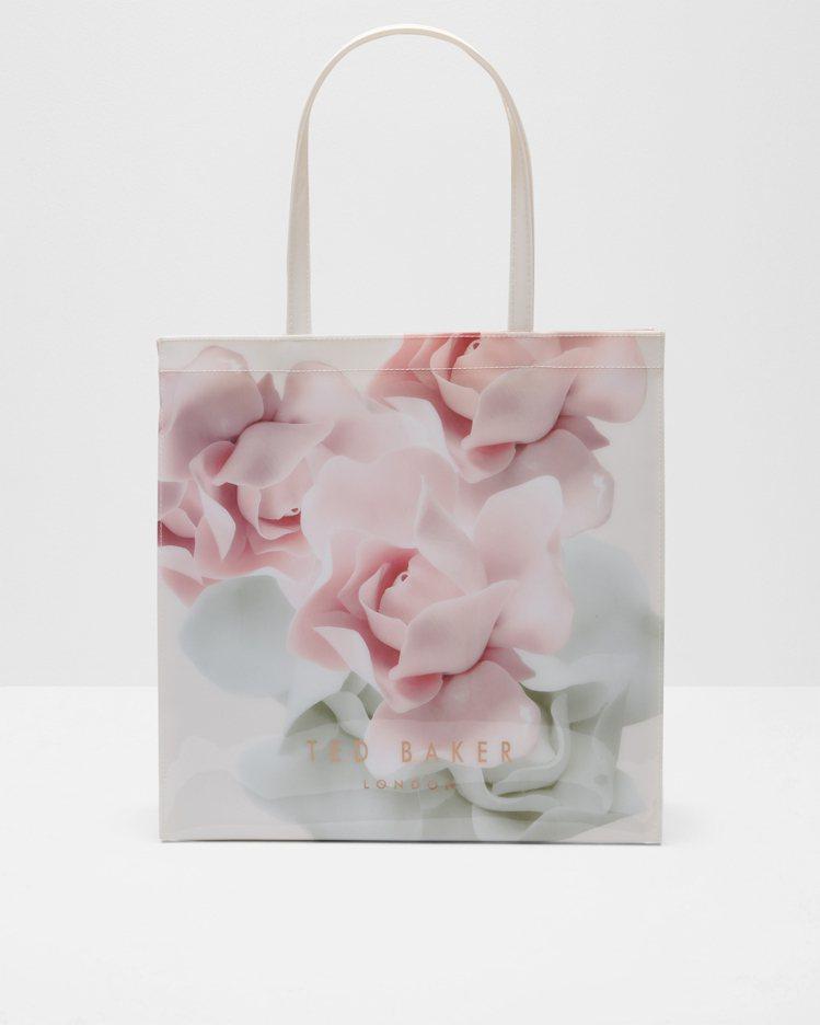 淡粉紅花紋包,2,480元。圖/Ted Baker提供