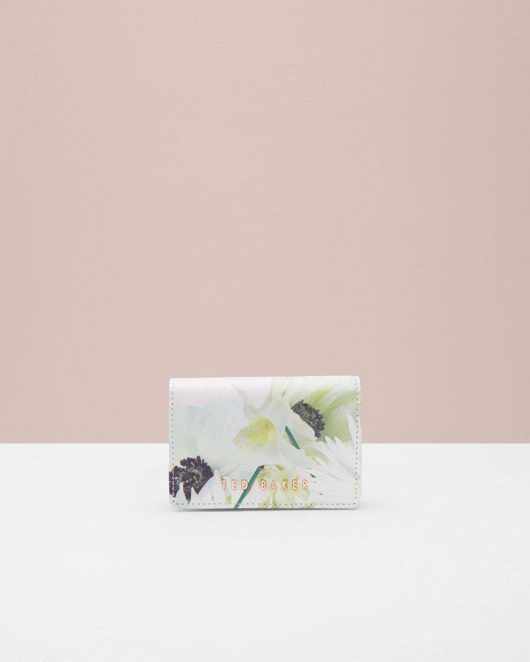 淡粉花紋零錢包,3,080元。圖/Ted Baker提供