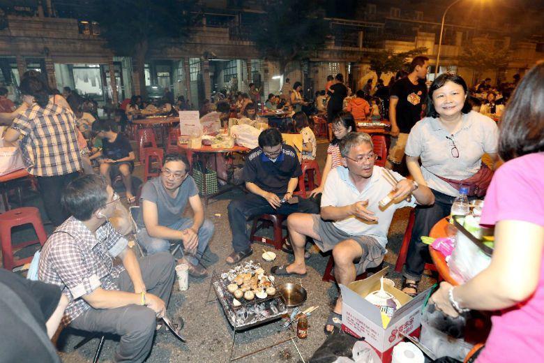 能撇開對民俗「俗不可耐」的刻板印象,重新理解這個具有臺灣版「家族日」特徵的節日,...