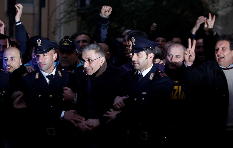 2011年義大利警方逮捕黑手黨老大札加瑞亞(Michele Zagaria)。 圖/路透社