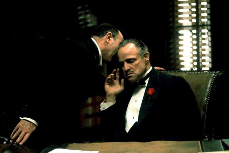 馬龍白蘭度的《教父》為描繪義大利黑手黨的經典電影。 圖/《教父》電影劇照。