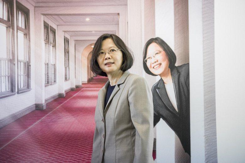 具有「台灣特色」缺乏權力制衡的政治體制,小英總統身兼黨主席還無法駕馭足以亡國。 ...