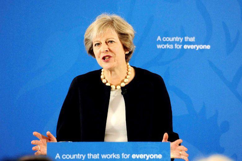 英國首相梅伊指出,「進步式」教學在英國助長了私校的優勢,反而擴大資源分配不公。如...