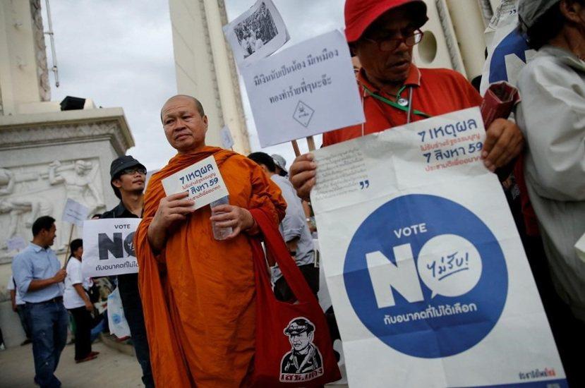泰國剛通過第20部新憲法,雖說有六成民意支持,卻是寒蟬效應下的產物,在公投前就有...