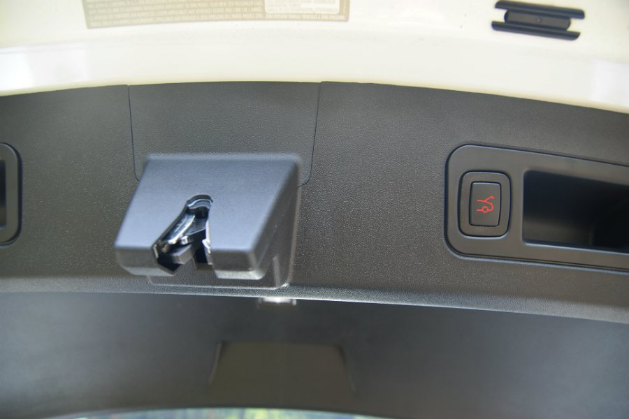 One touch 電動尾門功能相當方便。 記者林鼎智/攝影