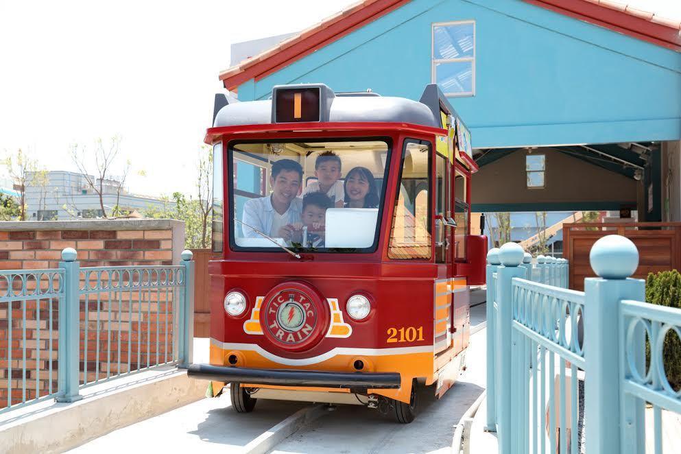 大魯閣鈴鹿賽道樂園10月下旬將開放全新遊樂設施滴答電車。 大魯閣提供