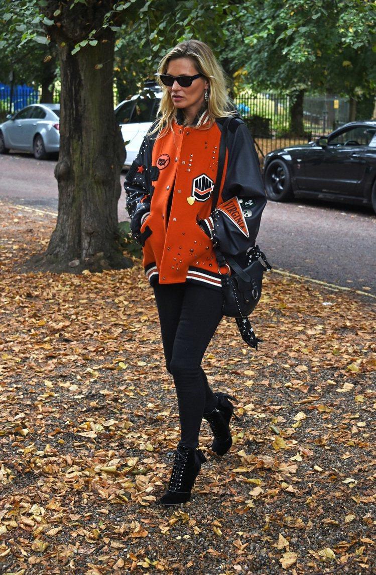 Varsity夾克讓凱特摩絲展現個人鮮明態度。圖/COACH提供
