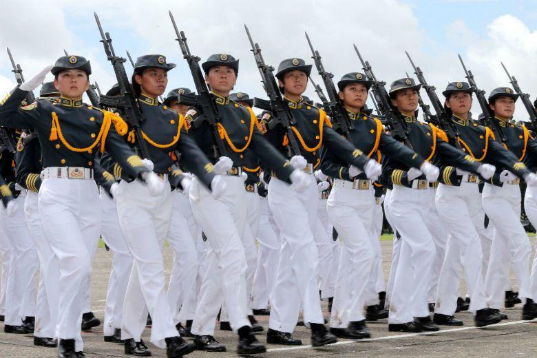 即便女性從軍也鮮少擔任在沙場殺敵的位置,女性軍人仍多從事後線工作,被放置於輔佐性質的分工框架下。 攝影/記者潘俊宏