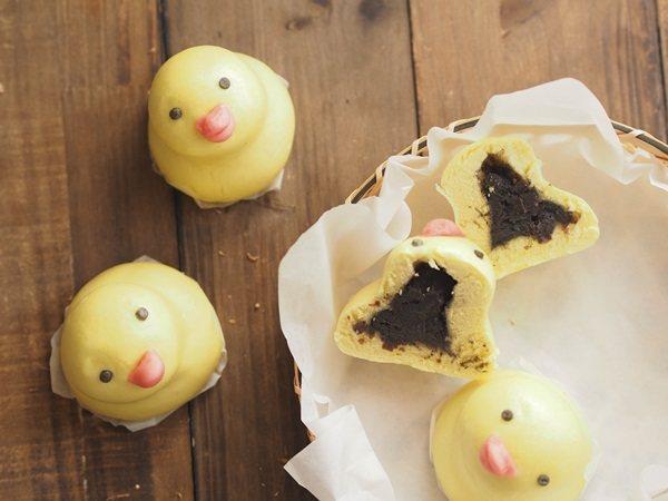 可愛的黃色小鴨,包著紅豆芝麻,紅豆中帶點芝麻香氣,不膩口。