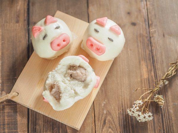 芋泥內陷的小豬包子,吃起來頗滑順。