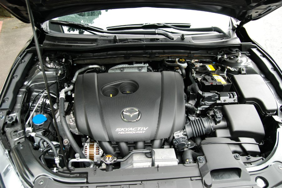 Mazda 搭載 2.0 升 SKYACTIV-G 直列四缸自然進氣汽油引擎,最大馬力為 165 匹。 記者林鼎智/攝影