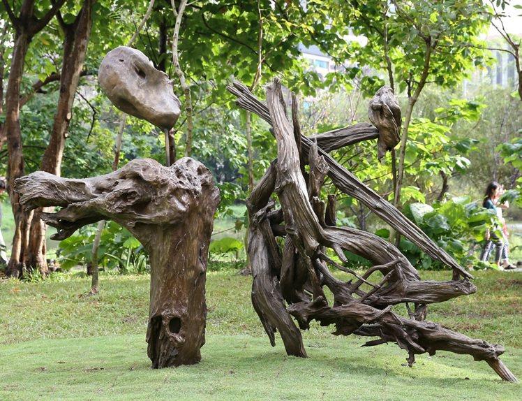 董陽孜以銅為媒材的「誠」字銅雕。   本報資料照片