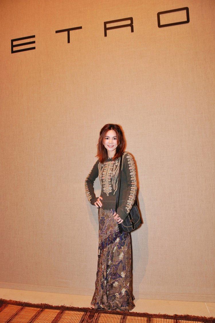 Ella米蘭看時尚秀,人也變優雅。圖/華研提供